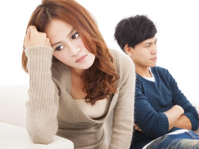 Đưa chồng đi dự tiệc tất niên, tôi bị tát sưng mặt vì lý do không ngờ