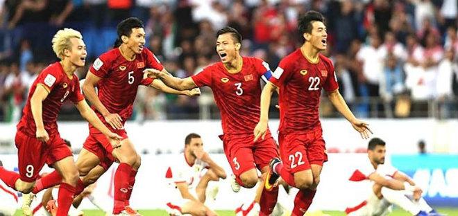 Việt Nam top 8 mạnh nhất Asian Cup: Chúng ta hơn Thái Lan điều gì? - 1