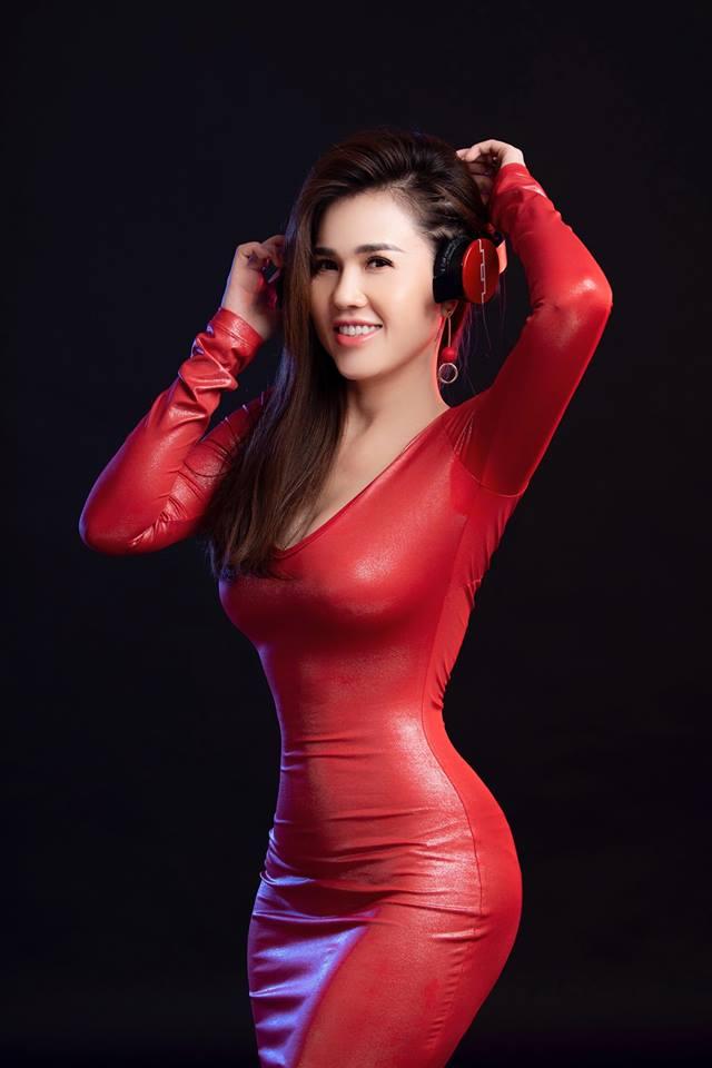 Chị gái Ngọc Trinh nói về nguy cơ bị chuốc thuốc khi làm DJ quán bar - 1