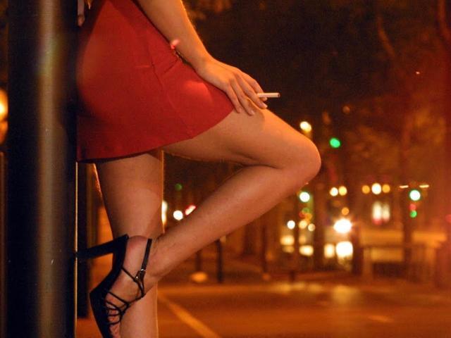 """""""Thủ phủ mại dâm"""" Indonesia sắp mở lại phố đèn đỏ khét tiếng?"""