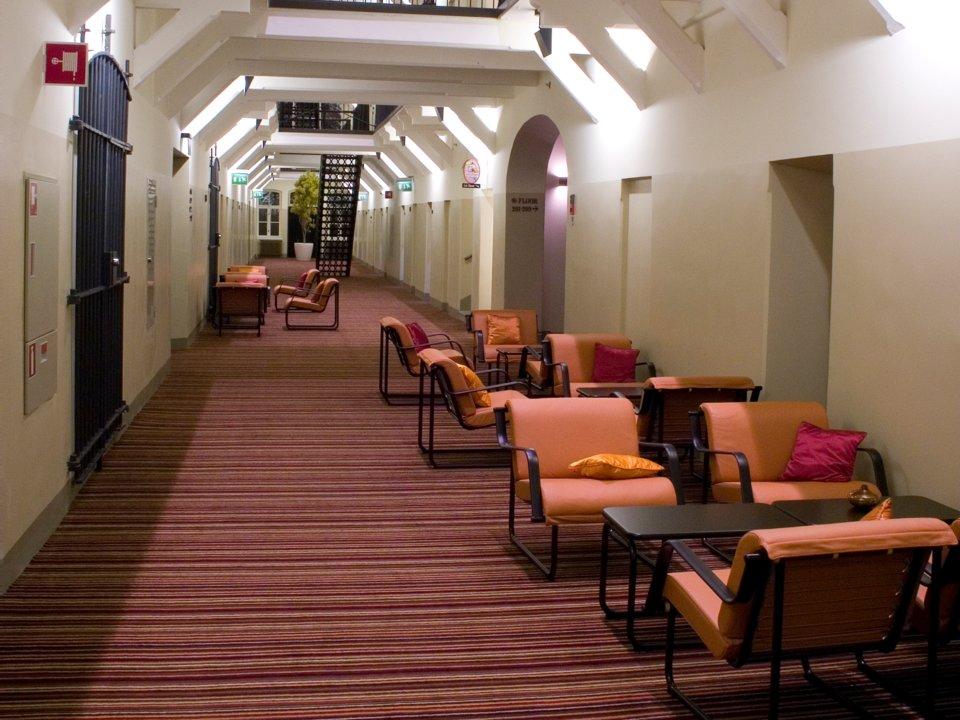 Không ai có thể tưởng tượng những khách sạn sang chảnh này trước đây lại là nhà tù - 1