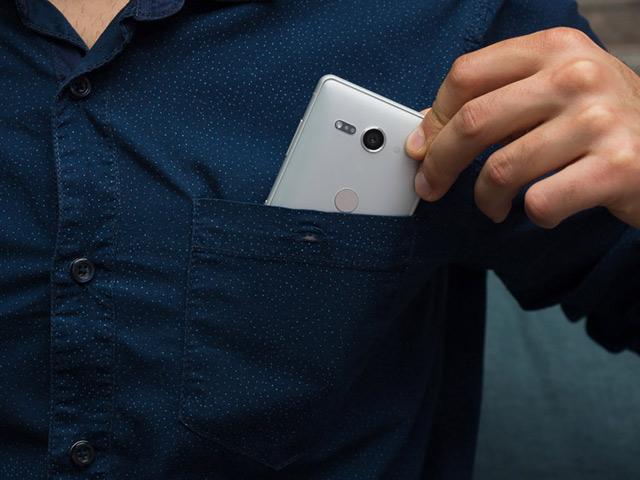 """Đây là những smartphone nhỏ nhưng có pin """"trâu"""" nhất"""