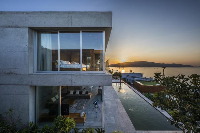 Tọa lạc tại thành phố biển Nhà Trang, biệt thự nghỉ dưỡng này sở hữu một vị trí vô cùng đặc biệt.
