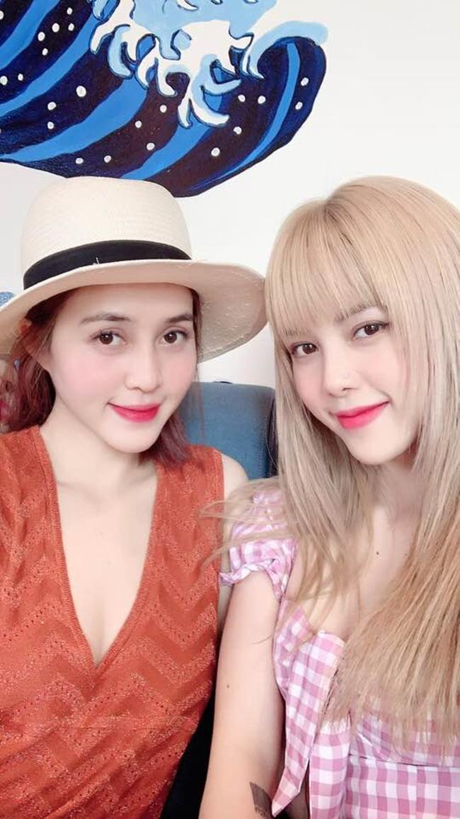 Cô em Thiều Anh Đào sở hữu nhan sắc xinh đẹp không kém hai người chị gái nổi tiếng.