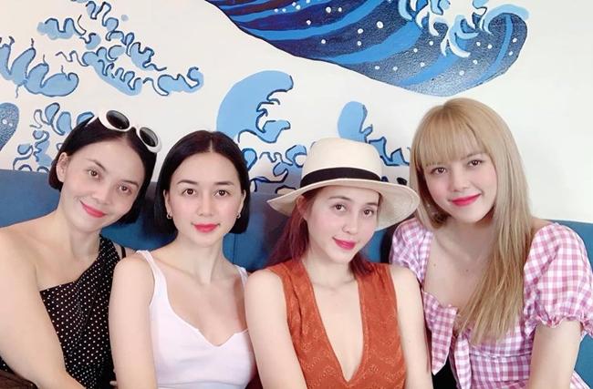 Bốn chị em nhà bạn gái tin đồn Sơn Tùng rất thân thiết và thường xuyên đi du lịch cùng nhau.