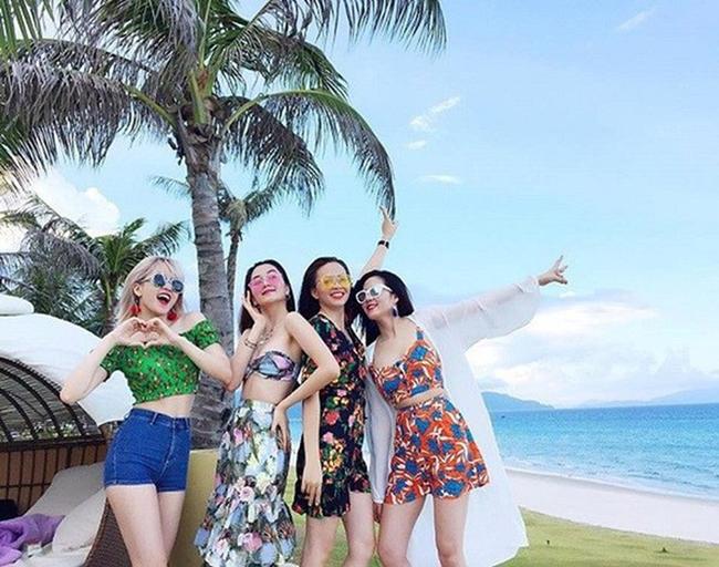 Nhan sắc xinh đẹp đồng đều của 4 chị em hot nhất showbiz Việt.