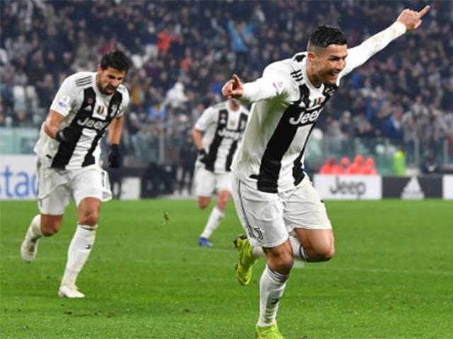 Juventus - Parma: Ronaldo chói sáng, sai lầm phút 90+3