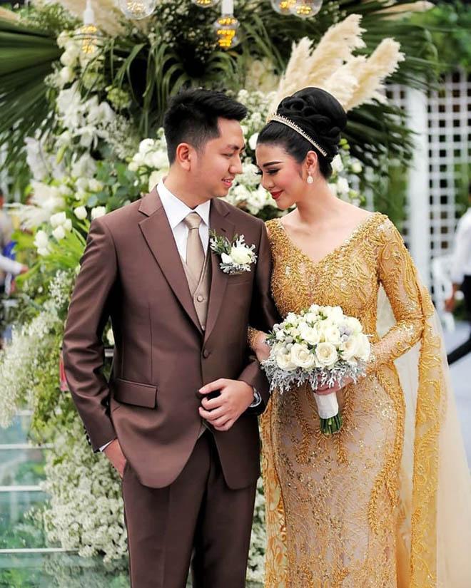 """""""Hoa hậu của các hoa hậu"""" lấy con trai cựu thống đốc Indonesia - 1"""