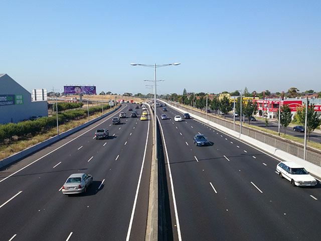 Kinh nghiệm lái xe an toàn trên cao tốc