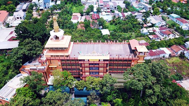 Ngôi chùa có bức tượng Bồ Đề Đạt Ma làm bằng tóc lớn nhất Việt Nam - 1