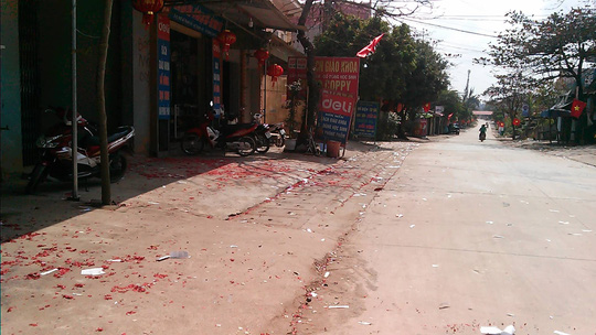 Hai Phong and Bac Giang: Firecrackers scattered in multiple paths - 1