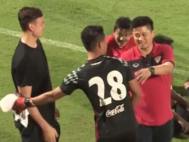 Đặng Văn Lâm chứng kiến thủ môn Muangthong United mắc sai lầm