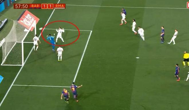 """""""Ông trùm"""" Ramos may mắn thoát thẻ đỏ, hóa người hùng """"cứu"""" Barca - 1"""