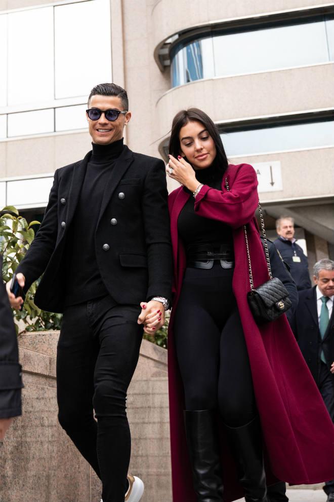 Ronaldo bị bạn gái xinh chê vô trách nhiệm, chỉ muốn yêu không thích cưới - 1