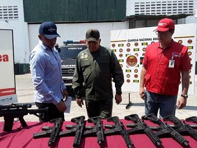 Venezuela tóm gọn lô vũ khí Mỹ - 1