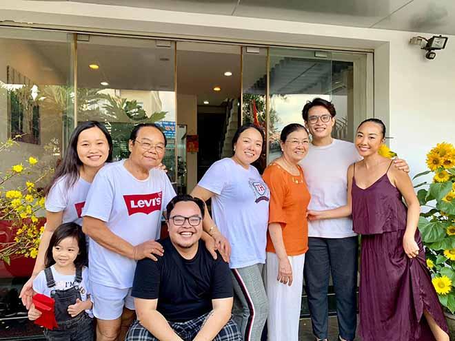Đoan Trang khoe ảnh đón Tết ở Đồng Nai, bất ngờ với vị khách đặc biệt này - 1