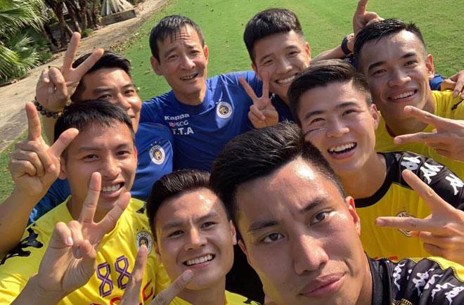 Quang Hải, Hà Nội FC tập khai xuân: Ngoại binh mới phô diễn, thủ môn Tiến Dũng ra mắt - 1