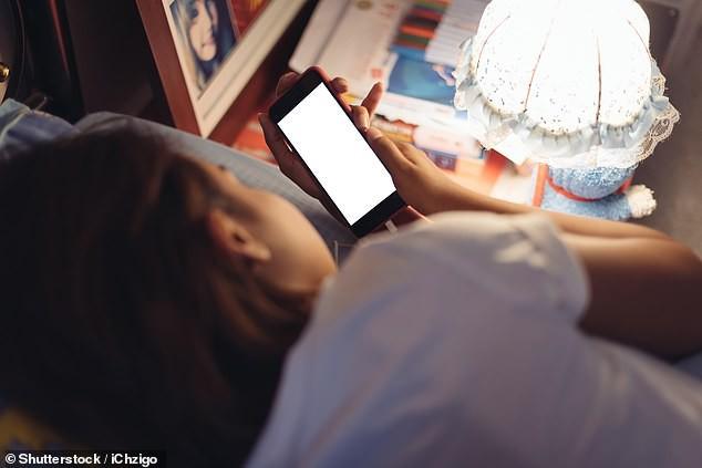 Trẻ em không được sử dụng các thiết bị điện tử ít nhất 1 giờ trước khi ngủ - 1