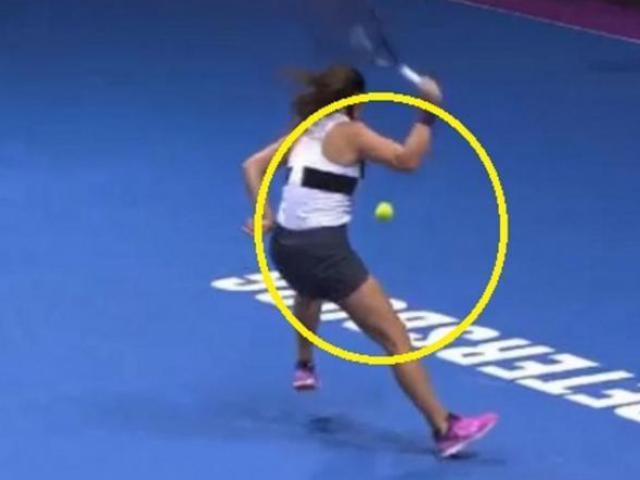 2 mỹ nhân tennis làm khán giả rùng mình với màn giao đấu tuyệt kỹ