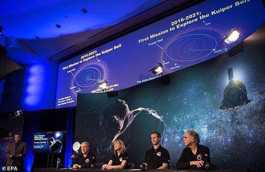 Tiệc đón năm mới cách trái đất... 6,4 tỉ km - 1