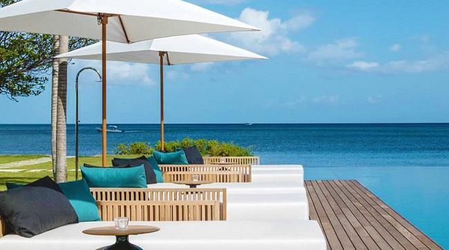 Tuy nhiên, gần đây, khu nghỉ dưỡng xa hoa đầu tiên của đảo với tên gọi Silversands Grenada bắt đầu mở cửa từ ngày 1/12 với 43 dãy nhà tại rìa biển Grand Anse.