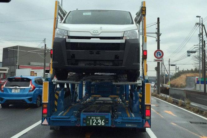Toyota Hiace 2020 thế hệ mới được bắt gặp vận chuyển trên xe chuyên dụng - 1