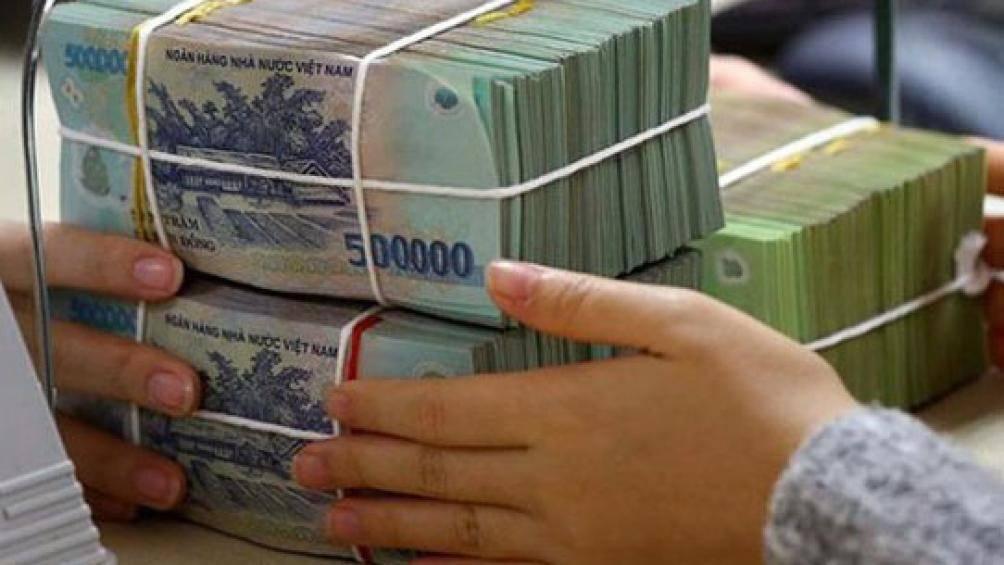 Truy tìm thanh niên mở cửa ô tô giật túi xách cướp 100 triệu đồng - 1