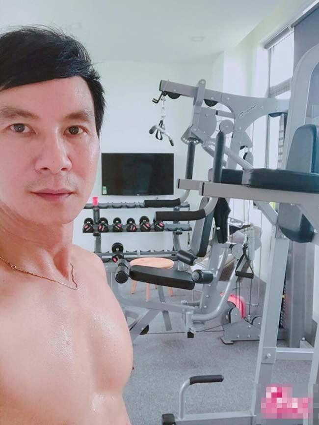 Lý Hải sinh năm 1968 nhưng vẫn khiến đàn em chạy dài khi sở hữu một ngoại hình trẻ trung hơn nhiều so với tuổi.