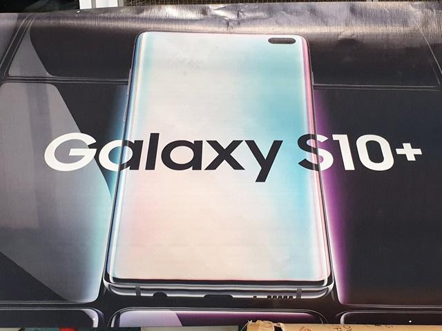 """Samsung Galaxy S10+ hiện nguyên hình, iPhone XS Max """"tuổi gì""""?"""