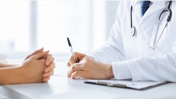 Bác sĩ Mỹ dùng ma túy, quan hệ tình dục với 3 bệnh nhân - 1