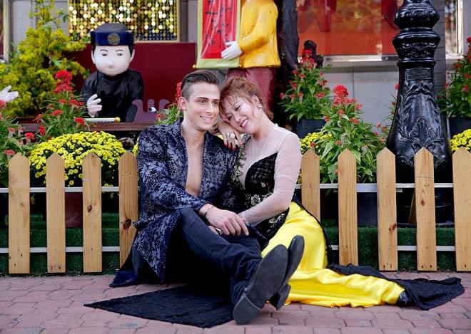 24h HOT: Phi Thanh Vân du xuân bên trai đẹp giữa lúc chồng cũ vỡ nợ - 1
