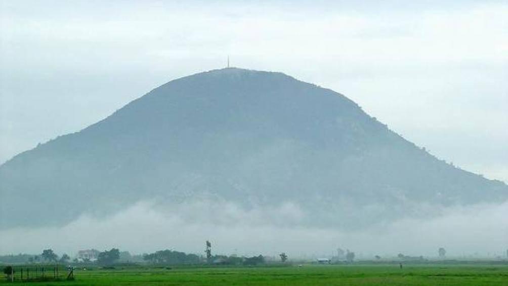 Chinh phục núi Bà Đen - nóc nhà miền Đông Nam Bộ - 1
