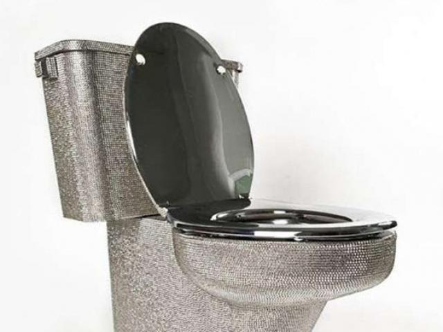 """Toilet mà """"đắt phát ngất"""", chiếc số 1 còn được dùng ở nơi không ngờ tới"""