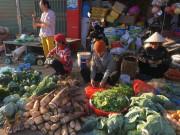 Ra Tết rau, quả, gà ta, tôm, cá đầy chợ, giá không tăng