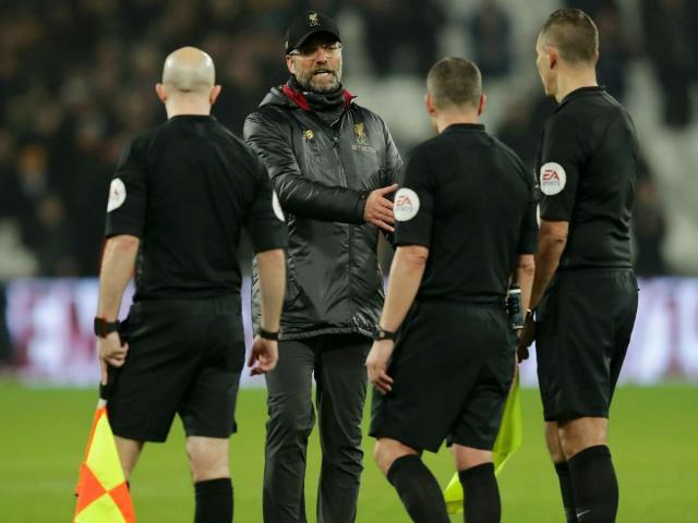 HLV Liverpool sắp nhận phạt nặng: MU và Man City chờ tin vui