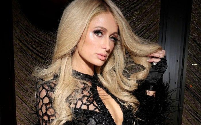Paris Hilton chơi trội với váy mạng nhện ở Tuần thời trang New York - 1