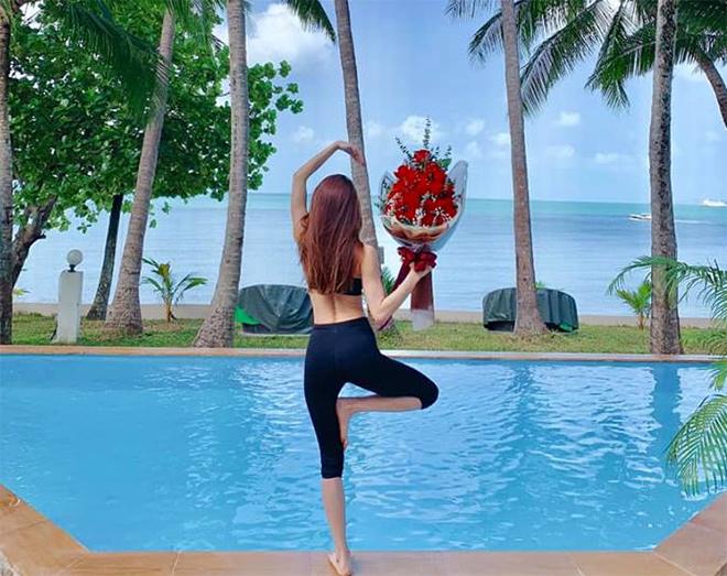 """Hà Hồ hạnh phúc vì món quà """"đắt giá nhất"""" của Kim Lý ở nơi đảo vắng - 1"""