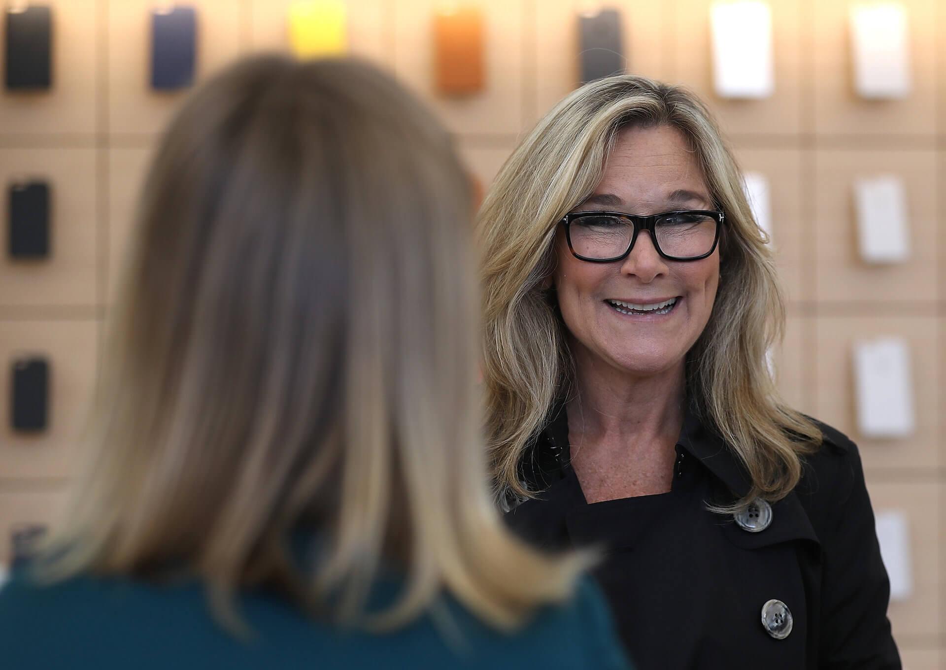 Người phụ nữ được trả lương cao hơn cả Tim Cook rời khỏi Apple - 1