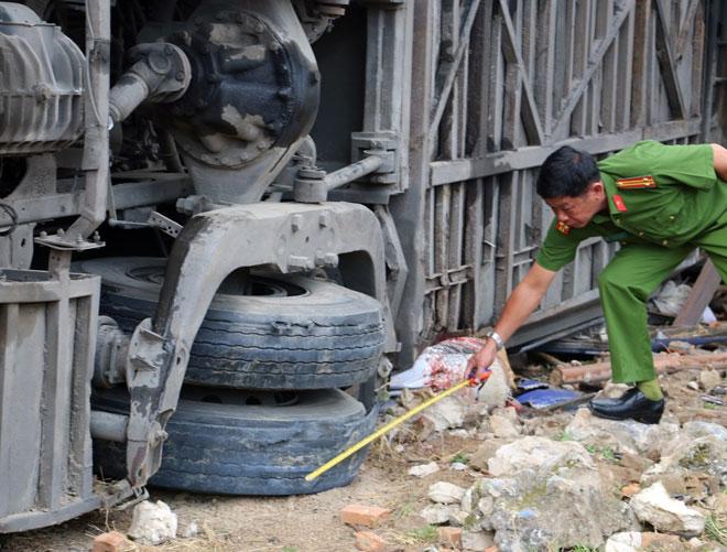 Ô tô khách chạy quá tốc độ trước khi gây tai nạn kinh hoàng ở Nha Trang - 1