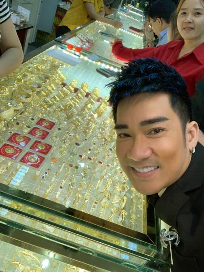 Quang Hà đi mua vàng, dân mạng tò mò xe tiền tỷ hiếm thấy ở VN - 1