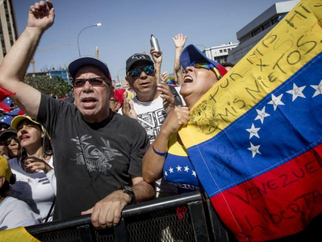 Nóng Venezuela: Kế hoạch lật đổ ông Maduro trong 24 giờ của đối lập