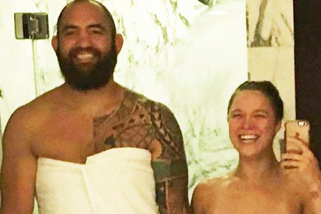 """Cựu """"Nữ hoàng UFC"""" Rousey đăng hình không mặc gì: Fan kinh ngạc - 1"""