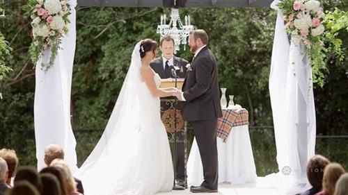 Chú rể tát cô dâu ngay trong đám cưới và sự thật bất ngờ phía sau - 1