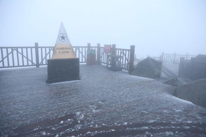 Clip: Mưa tuyết rơi trắng xóa trên đỉnh Fansipan - 1