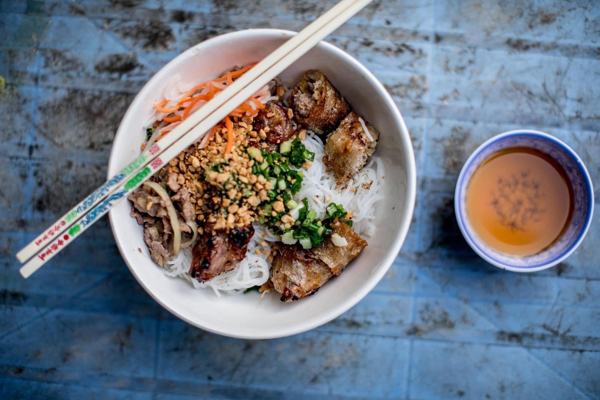 Quán bún thịt nướng có thâm niên trên 20 năm ở Sài Gòn - 1