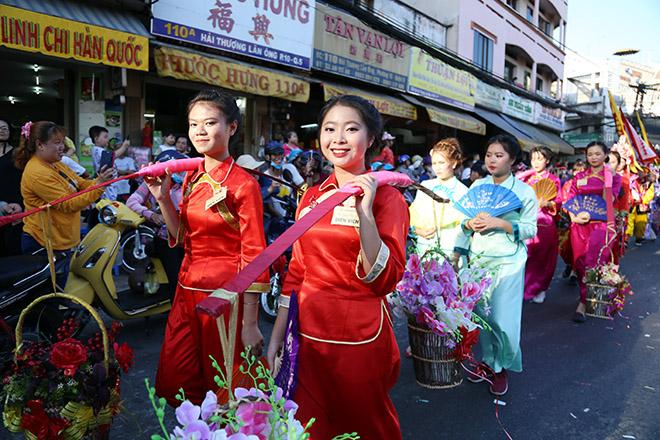 Vạn người đổ về Chợ Lớn xem lễ hội Tết Nguyên tiêu của người Hoa - 1
