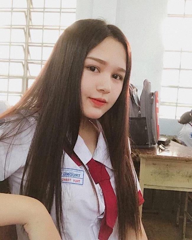 Phạm Thùy Trang (sống và làm việc tại TP.HCM) được biết đến khi loạt ảnh xinh đẹp của cô xuất hiện trên group chuyên đăng ảnh gái xinh châu Á.