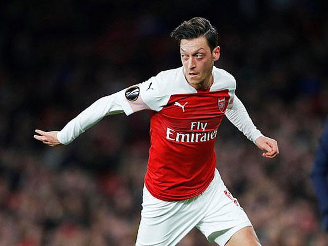 Arsenal đại thắng Europa League: HLV Emery tâng bốc SAO trẻ, vui với Ozil
