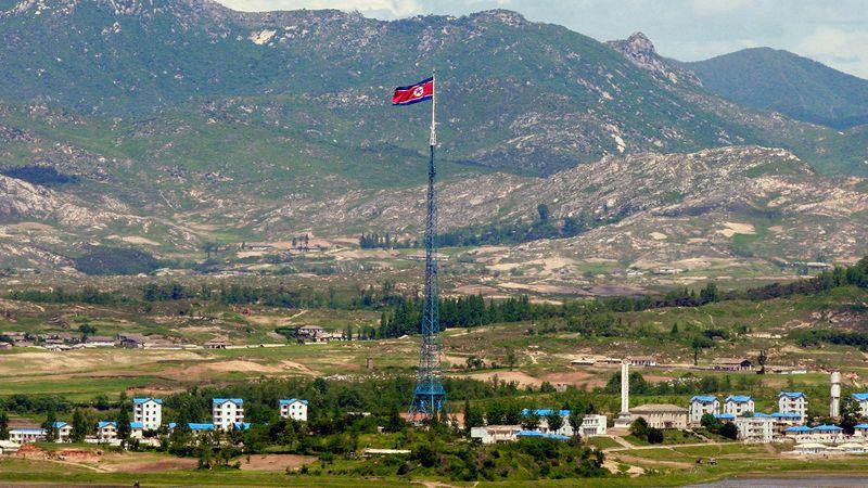Điều kỳ lạ tại thành phố giả Triều Tiên dựng lên sát biên giới Hàn Quốc - 1
