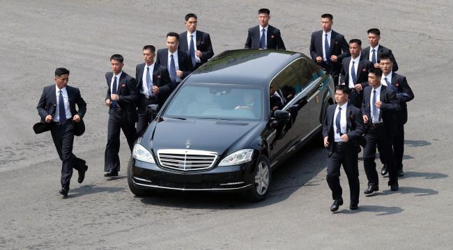 Ai sẽ lái xe chở ông Kim Jong Un tại Việt Nam? - 1